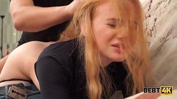 Русская рыжая первокурсница с красивой попкой отдалась хулигану из универа